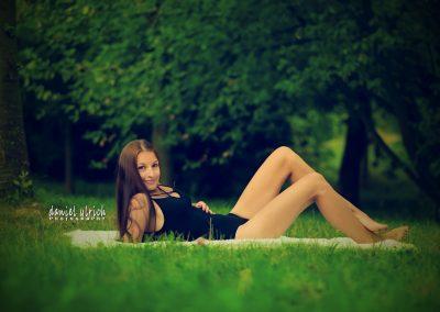 Zuzka v trávě
